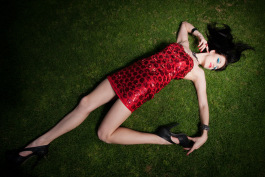 model-lady-grass